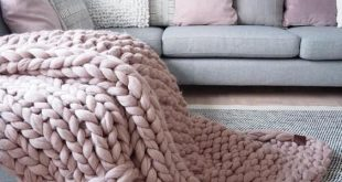 10 Best Chunky Knit Blankets To Glam Up Your Bedroom