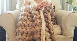 Arm Knitting Made Easy - You can knit this huge, soft, luxurious Merino Wool chu...