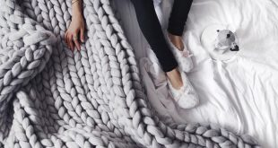 These Are the Easiest Tutorials for That Chunky Knit Blanket Everyone Loves