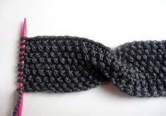 Ein Stirnband mit Twist aus dicker Wolle eignet sich hervorragend als Strick-Pro...
